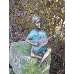 Bronzefiguren - Junge mit Gitarre