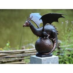 Bronzefiguren - Drache auf Kugel