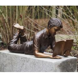 Bronzefiguren - Lesender Junge