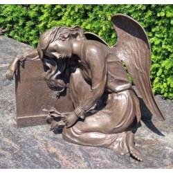 Bronzefiguren - Engel mit Grabmal